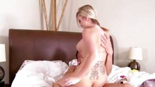 Passionately hot young gf is sexy riding the rod